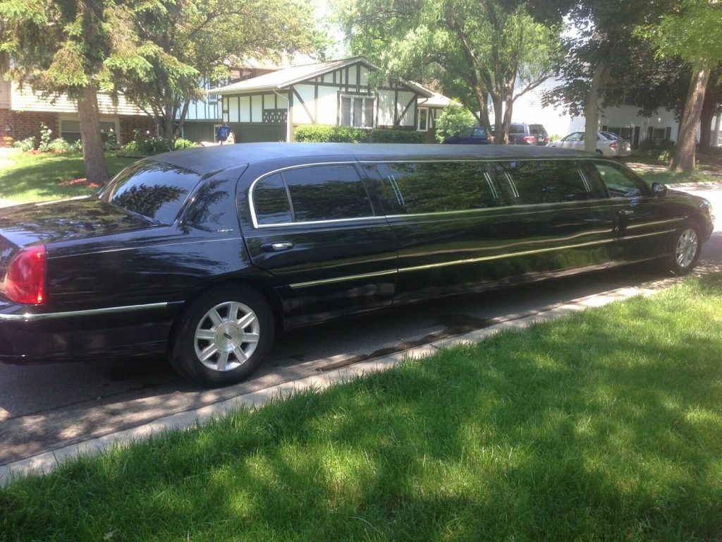 great shape 2011 Lincoln Town Car Executive Limousine