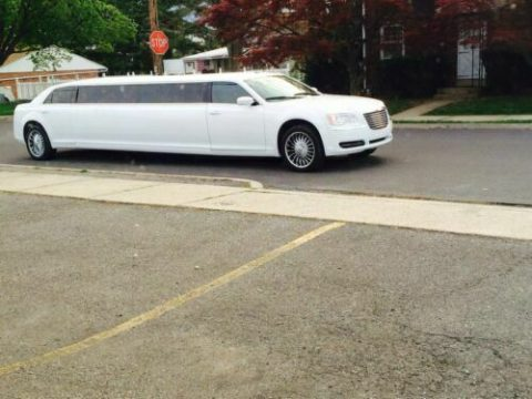 great shape 2014 Chrysler 300 Series Limousine for sale