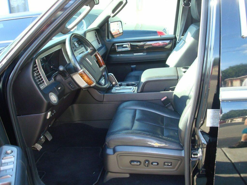minor blemishes 2008 Lincoln Navigator Limousine