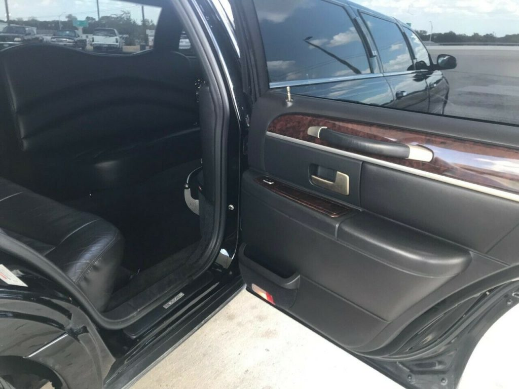 rust free 2007 Lincoln Town Car Limousine