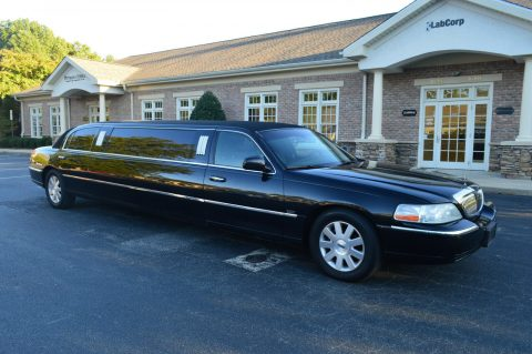 very nice 2004 Lincoln Town Car limousine for sale