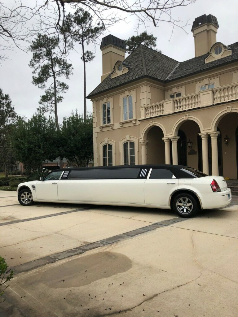 well maintained 2007 Chrysler 300 Series limousine