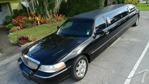 clean 2011 Lincoln Town Car LIMOUSINE for sale