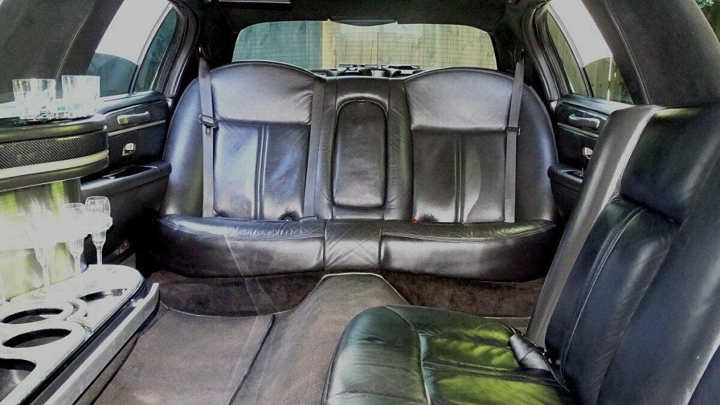 clean 2011 Lincoln Town Car LIMOUSINE