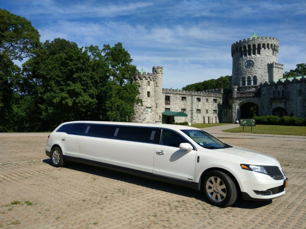 loaded 2014 Lincoln MKT limousine