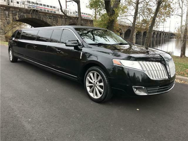 very clean 2012 Lincoln MKT Limousine
