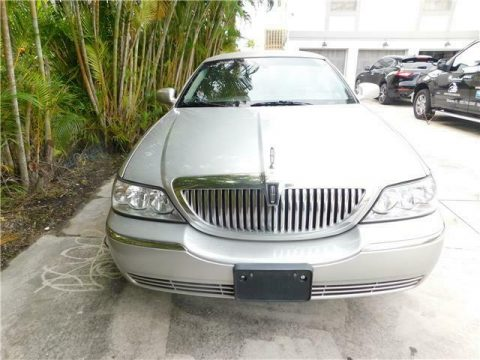 great running 2011 Lincoln Town Car Executive limousine for sale